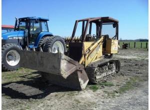 Гусеничный трактор Case